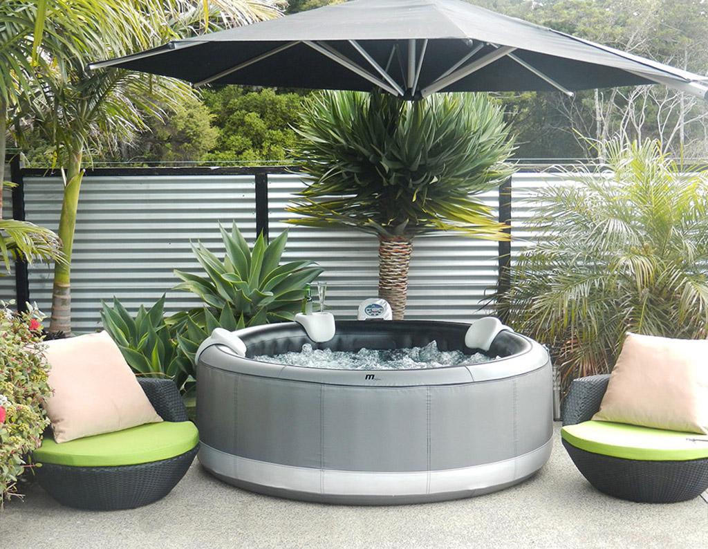 Minipiscine da esterno caldo o freddo l 39 idromassaggio per ogni stagione blog stile bagno - Minipiscine da esterno ...