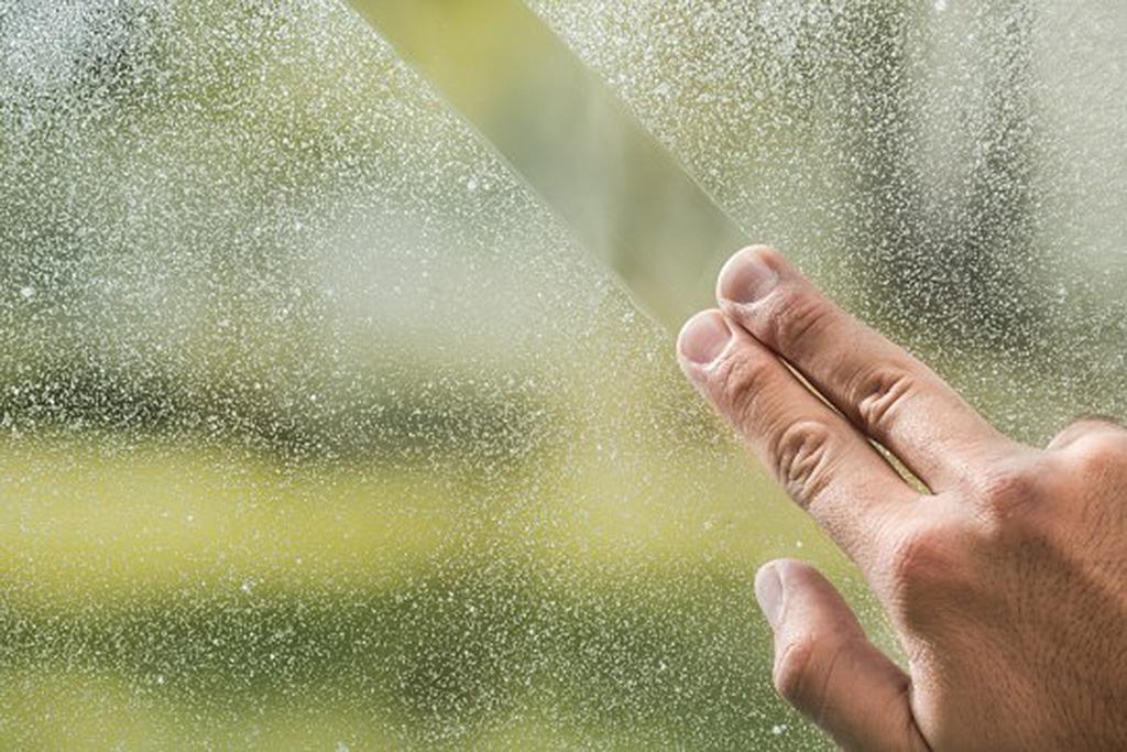 Macchie di calcare nel bagno: ecco i 3 rimedi