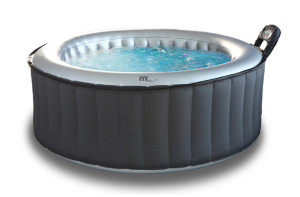 Minipiscine da esterno caldo o freddo l 39 idromassaggio per ogni stagione blog stile bagno for Vasche da bagno esterne