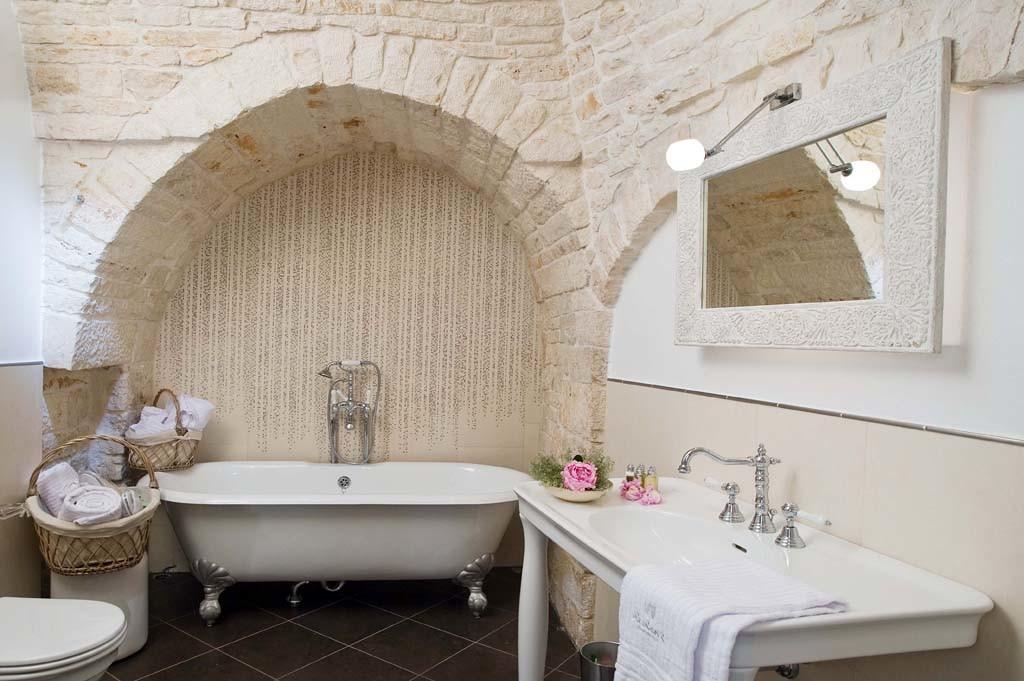 Il bagno in puglia arredarde la zona doccia nel tipici for Interni ristrutturati