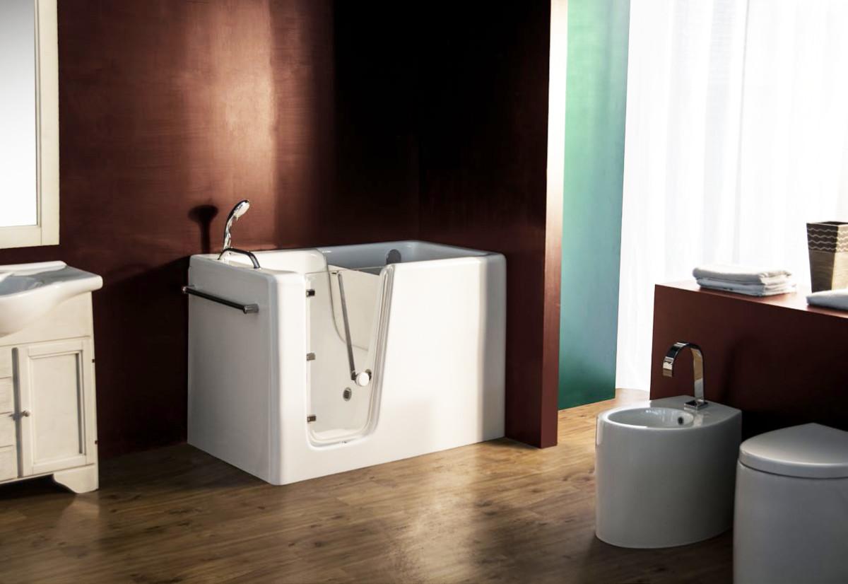 Vasche da bagno con sportello sicurezza e design in un prodotto