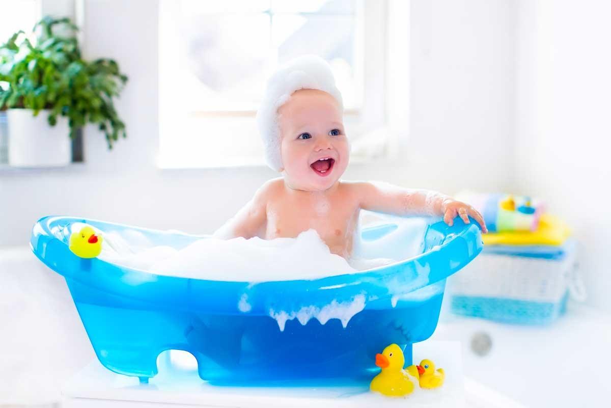 Bambino Nella Vasca Da Bagno.Bambini E Neonati La Comodita Della Vasca Doccia Blog Stile Bagno